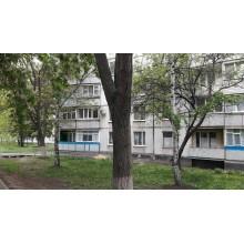 >В абсолютном центре Чугуева продам 3 комнатную квартиру на первом этаже