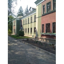>Продам отдельно стоящее здание, 2 этажа, в самом центре пгт ЭСХАР